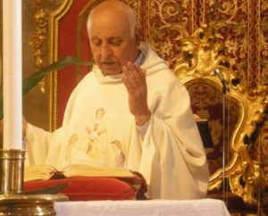 Monsignor Francesco Petralia festeggia 70 anni di sacerdozio al Duomo di Enna.
