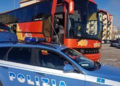 AUTOBUS SENZA REVISIONE Il pullman aveva anche una ruota completamente priva di battistrada  La Polizia Stradale di Enna blocca la partenza di una gita
